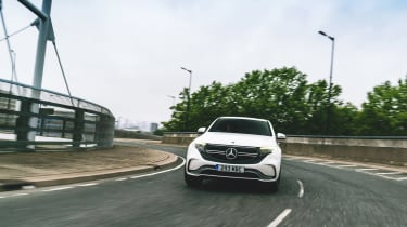 Mercedes EQC - nose tracking