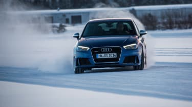Audi RS3 - snow moving