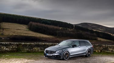 Mercedes-AMG C63 S Estate 2021 – front quarter static