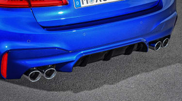 BMW M5 F90 - Blue exhaust