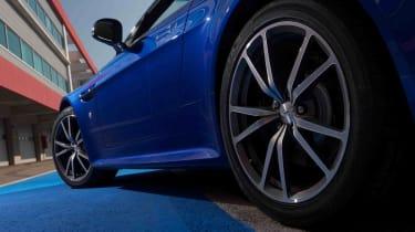 Aston Martin V8 Vantage S   evo