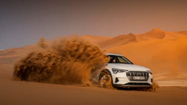 Audi e-tron 2019 offroad sand