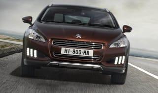 Diesel-hybrid Peugeot 508 RXH