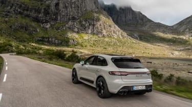Porsche Macan GTS 2021 – rear tracking