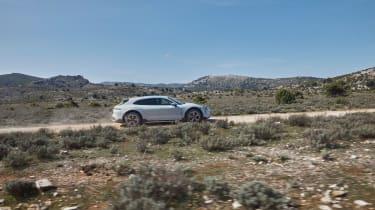 Porsche Taycan Cross Turismo - profile