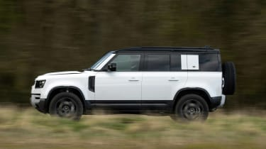 Land Rover Defender 110 P400 – pan