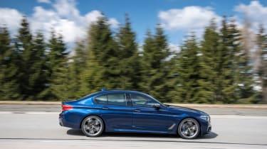BMW M550i - side