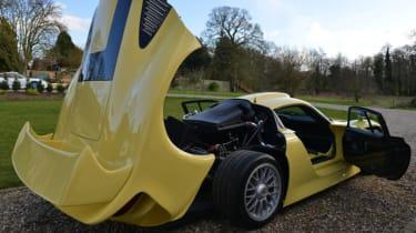 Porsche 911 GT1 Strassenversion open clamshell