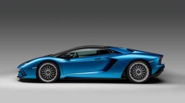 Lamborghini Aventador S Roadster - profile closed