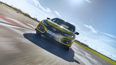 Honda Civic Type R Limited Edition - front tracking 2