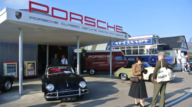 Classic Porsche workshop by Daniel Bevis (@denialvibes)