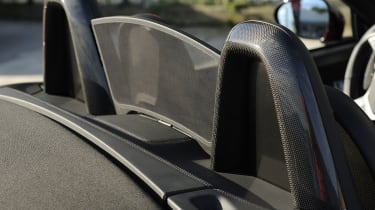 Alfa Romeo 8C Spider headrests