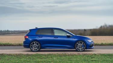 Volkswagen Golf R 2021 review - pan