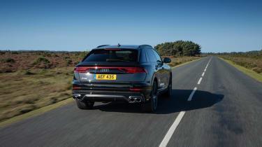 Audi SQ8 TFSI 2021 – rear tracking