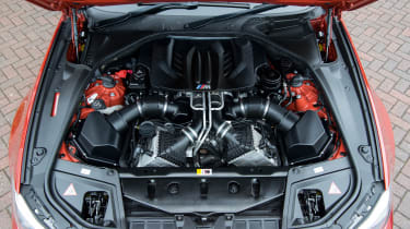 BMW M5 F10 – engine bay