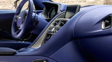 Aston Martin DB11 V8 - interior