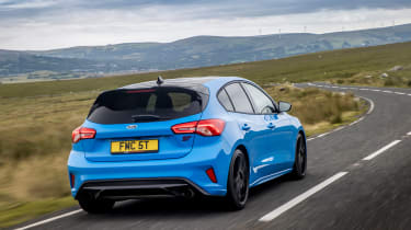 Ford Focus ST Edition – rear tracking