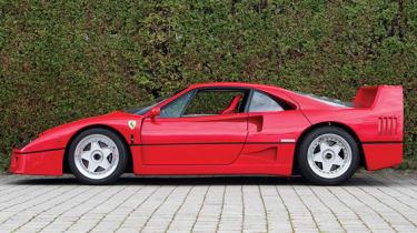 Ferrari F40 - Side