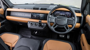 Land Rover Defender 90 P400 – dash