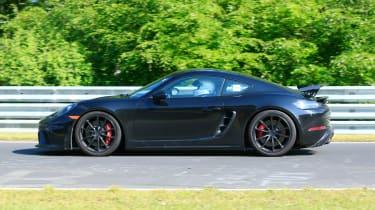 Porsche 718 Cayman GT4 on track - fprofile