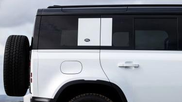 Land Rover Defender 110 P400 SE – side