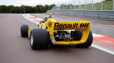 Renault RS01 - rear driving