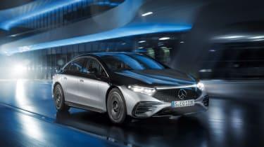 Mercedes-Benz EQS – front quarter tracking night