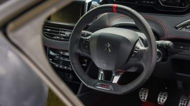Peugeot 208 GTi by Peugeot Sport vs Renault Sport Clio 200 Cup - 208 interior