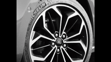Ford focus teaser 2018 - wheels