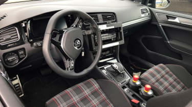Golf Mk8 mule - interior