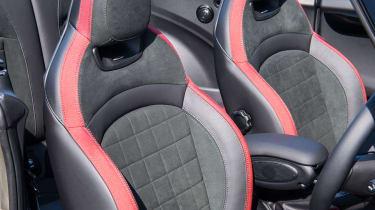 Mini John Cooper Works Convertible - Seats