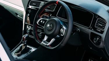 VW GTI TCR vs Megane RS Trophy - dash