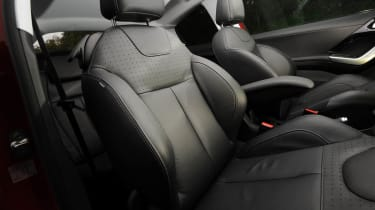 Peugeot 208 Feline THP 156 front sports seats