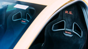VW GTI TCR vs Megane RS Trophy - seats