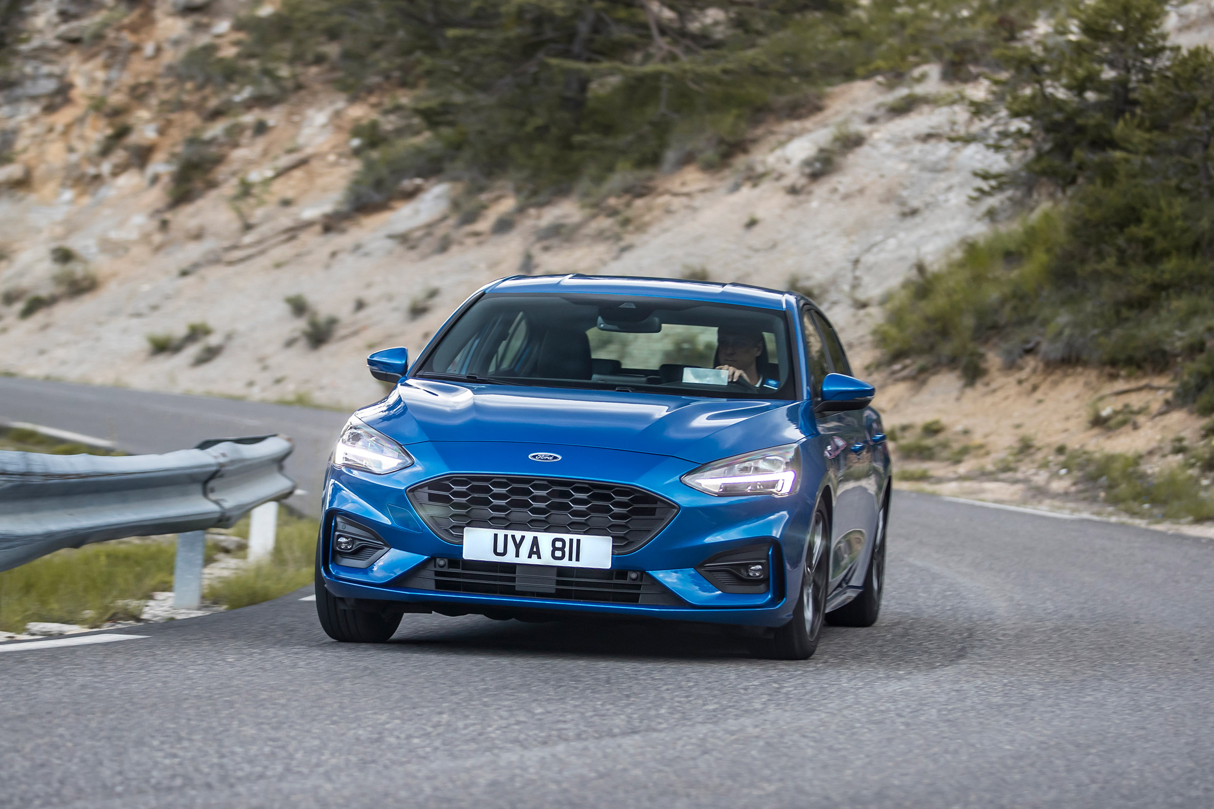 New Ford Focus St Line 2018 Review Can It Beat The Vw Golf In