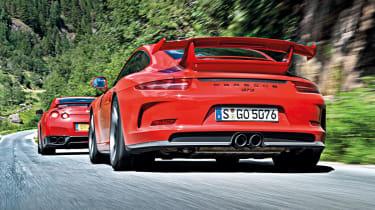 2013 Porsche 911 GT3 vs Nissan GT-R