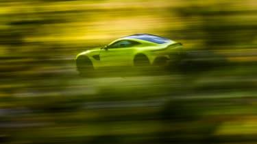 Aston Martin Vantage - green dynamic rear