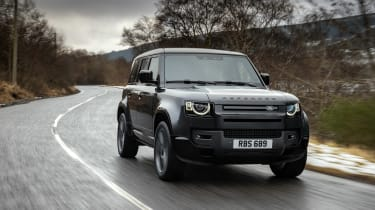 Land Rover Defender V8 MY22 - front tracking