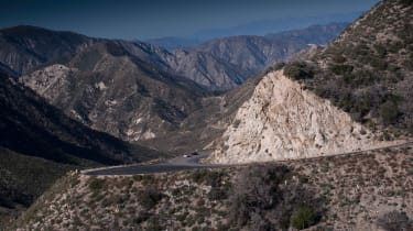 ZO6 v 911 GT3 US - mountains