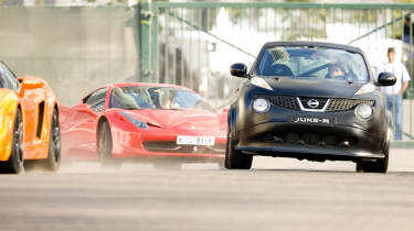 Nissan Juke-R vs Ferrari 458 Italia