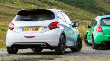 Peugeot 208 GTi by Peugeot Sport vs Renault Sport Clio 200 Cup - rear