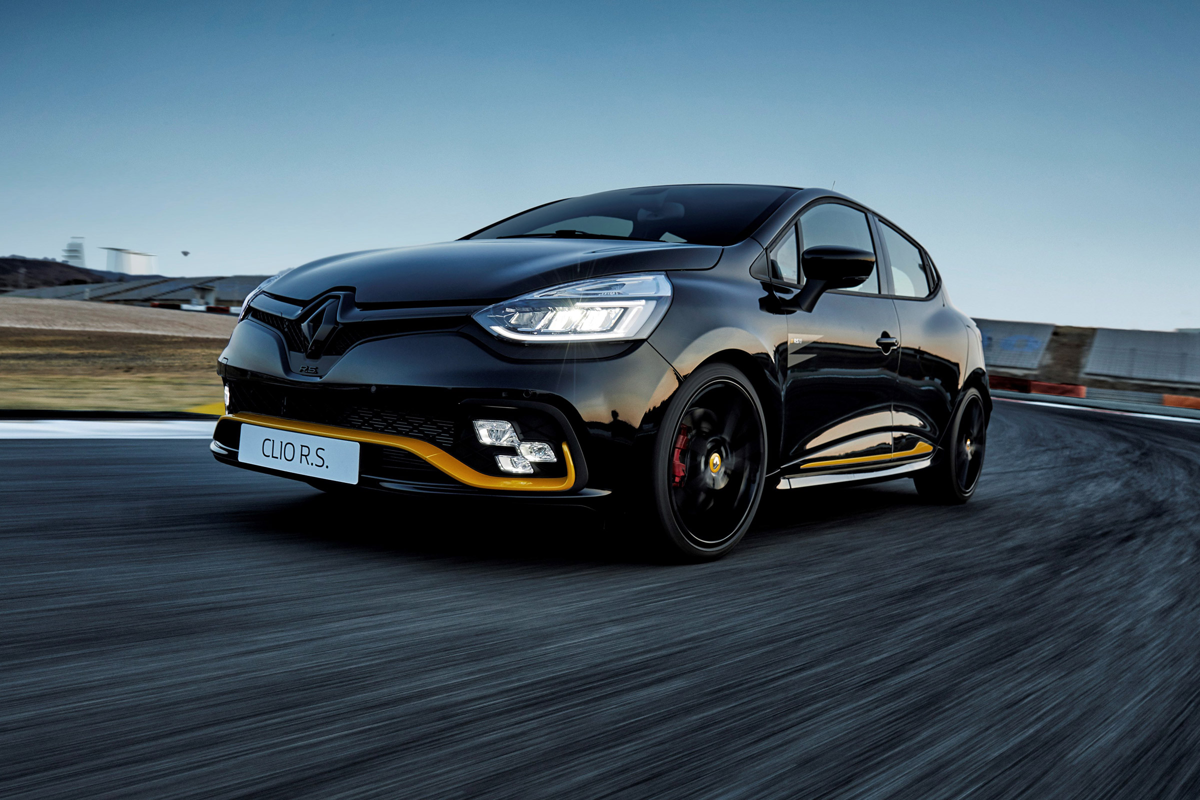 Renaultsport Clio 220 Trophy Review Prices Specs And 0 60 Time Evo