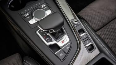 Audi S5 Cabriolet - gear shifter
