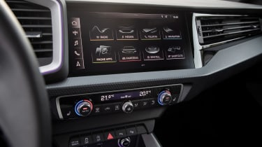 Audi A1 First Edition - teal dash