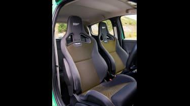 Peugeot 208 GTi by Peugeot Sport vs Renault Sport Clio 200 Cup - seats