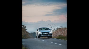 Group shot - Audi TT jumping