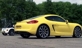 Porsche Cayman S v Caterham Seven: drag race video