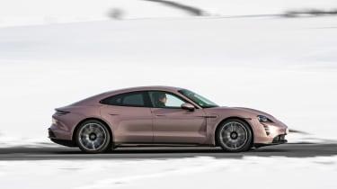 Porsche Taycan rwd - pink pan 1
