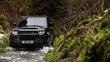 Land Rover Defender V8 MY22 - off-road