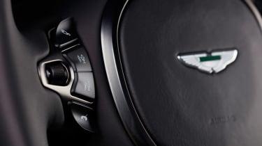 evo exclusive Aston Martin Vantage - green wheel buttons